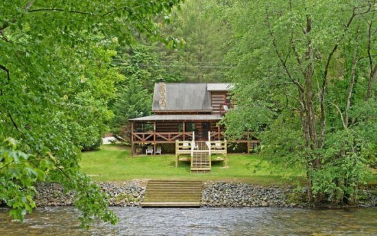 along the toccoa north georgia waterfront cabin rental Toccoa River Cabins