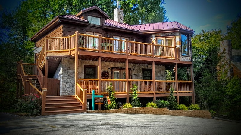 beautiful 3 king br pet friendly cabin has balcony and wi Pet Friendly Cabins In Gatlinburg