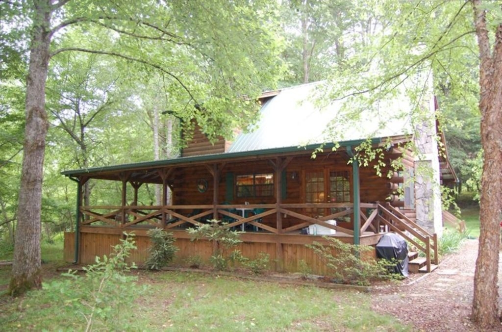cozy getaway on toccoa river hot tub and river deck suches Toccoa River Cabins