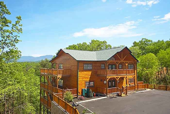 gatlinburg cabin mountain mist lodge 8 bedroom sleeps 20 8 Bedroom Cabins In Gatlinburg