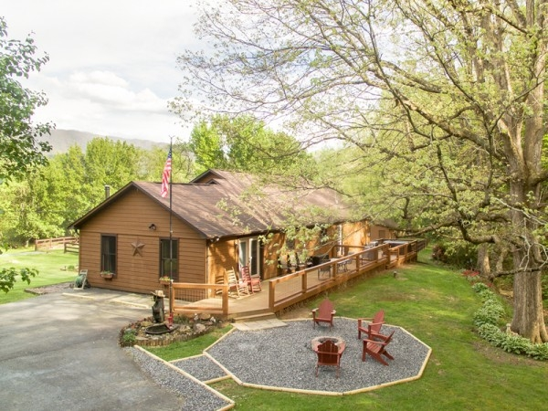 pet friendly cabins golden cabins Pet Friendly Cabins In Wears Valley Tn