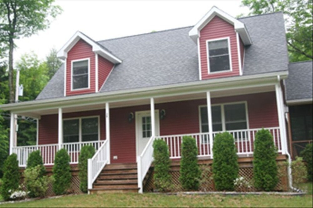 pet friendly red house is your ideal lake george vacation Lake George Pet Friendly Cabins