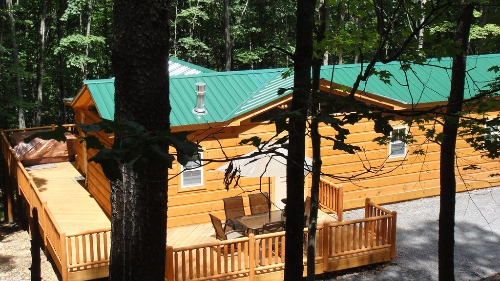 secluded log cabin whot tub near cacapon state park small pet considered berkeley springs Cacapon State Park Cabins