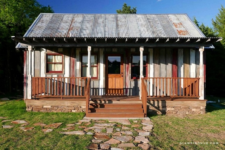 unique refurbished cabin rental with a hot tub near fort worth texas Cabins With Hot Tubs In Texas