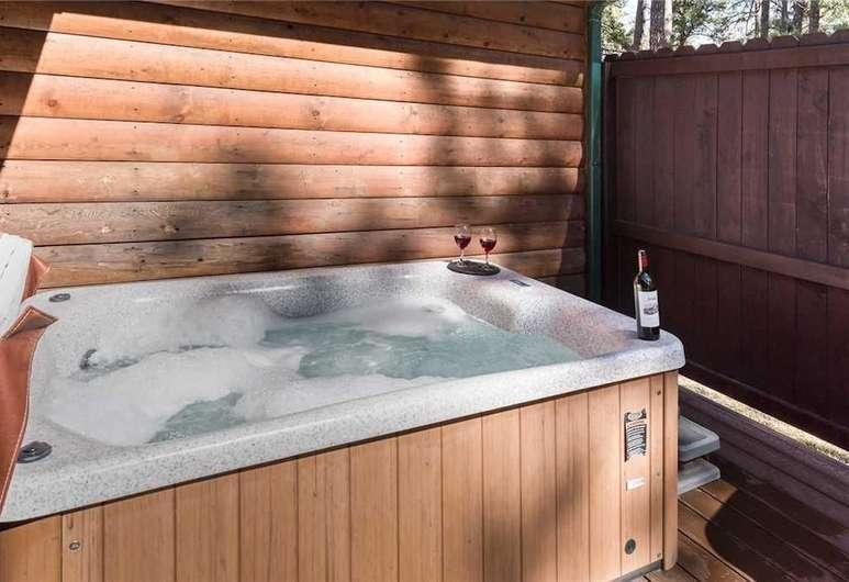 book cowboy cabin two bedroom cabin with hot tub in Cabins In Ruidoso Nm With Hot Tubs