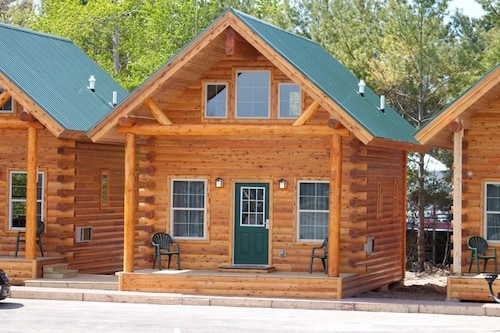 cabins of mackinaw in mackinaw city hotel rates reviews Cabins Of Mackinaw