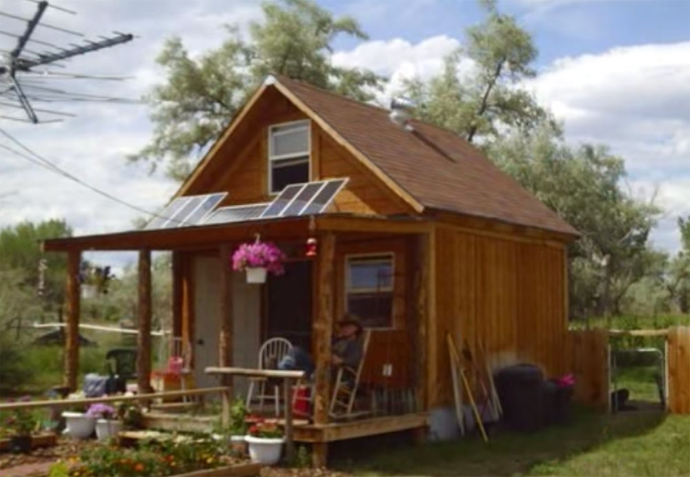 how to build a 400sqft solar powered off grid cabin for 2k Small Off Grid Cabin