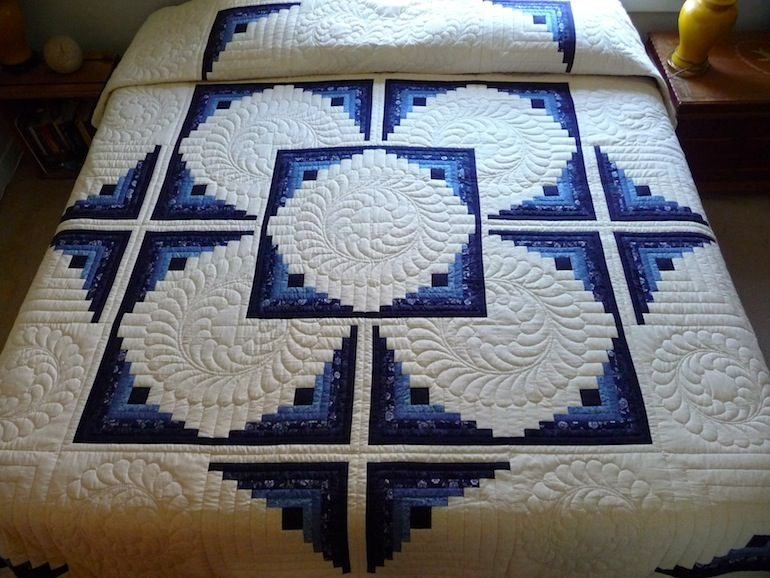 log cabin in the round quilt amish quilts from amish Log Cabin Quilts