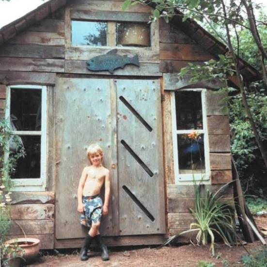 single mom begins off grid cabin living with hard work and Offgrid Cabin