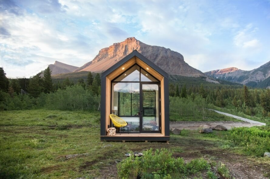 these solar powered prefab cabins can be set up in just 4 hours Solar Cabin