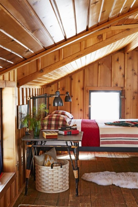 this cozy bedroom dcor will make you want to stay in bed Cabin Decorating