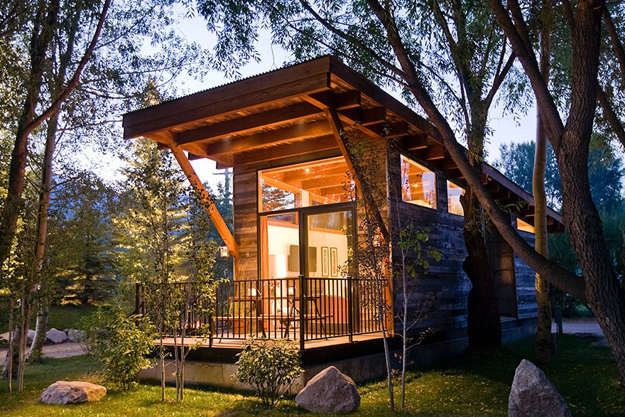 luxury turnkey tiny cabin combines rustic and modern Tiny Modern Cabin Designs