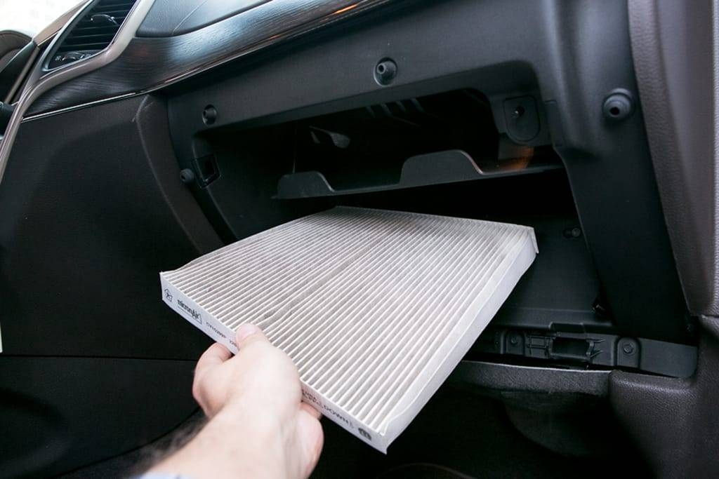 whats a cabin air filter and when should you replace it Replacing Cabin Air Filter