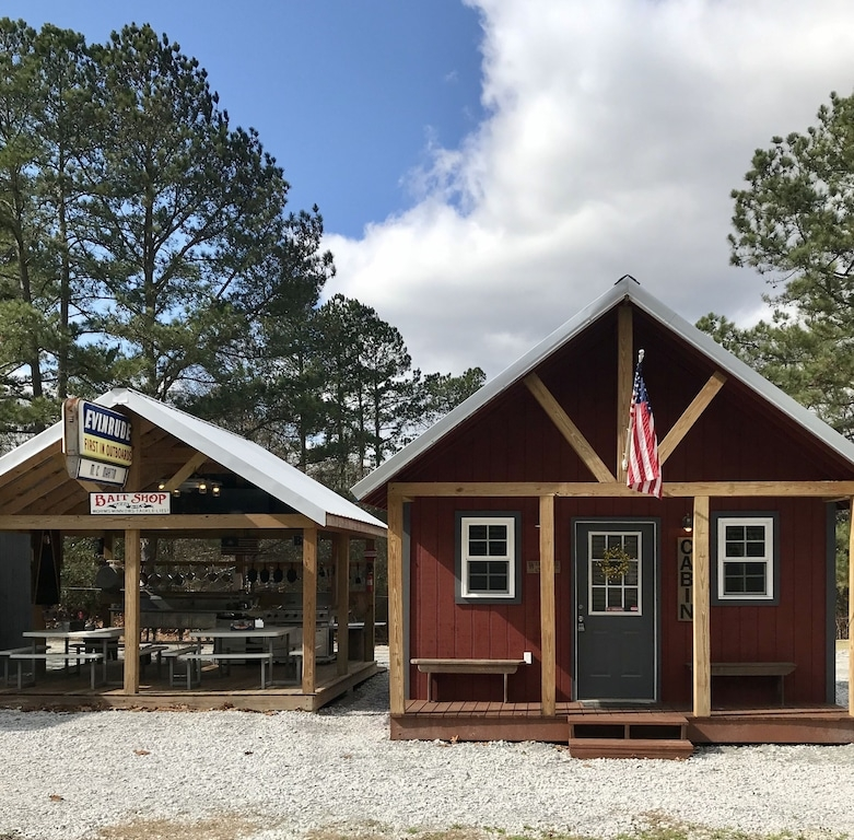 14 mi to lake hartwell15 mi to clemsonlockable boat shelters wpowerwater townville The Cabins Lake Hartwell
