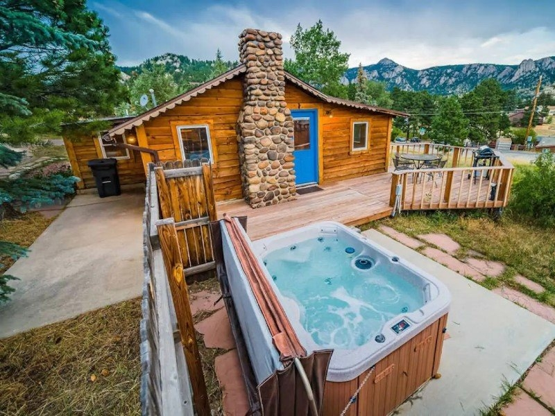 25 coziest cabin airbnbs in the united states 2021 guide Cabin Cottage With Hot Tub