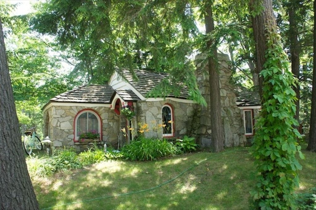 abide a fairy tale cottage in charlevoix that is one of the Cabin Cottage Charlevoix