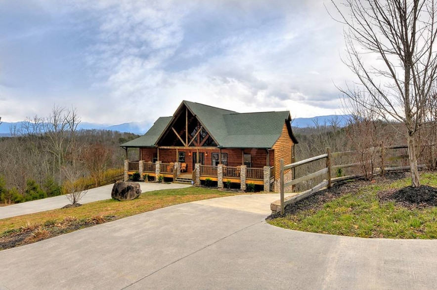 dancing bear lodge vacation rental in seviervilletn Comfy Cottage Cabin Wears Valley Tn