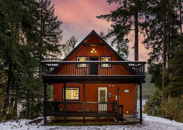 otter chalet on fish lake nw comfy cabins vacation rentals Otter Cabin Vs Cottage