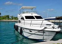 9 affordable boats with enclosed cabins with pictures Lake Cabin Cruiser